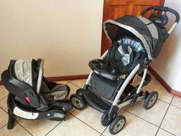 Graco travel system with Auto base