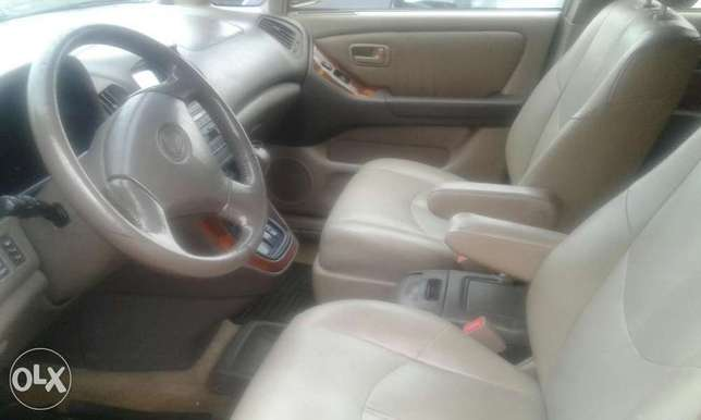 Neatly used lexus rx 300 for sale Port Harcourt - image 5