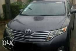 Neatly used Toyota venza 2009