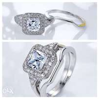 Pretty Distinctive Engagement Wedding Ring Set