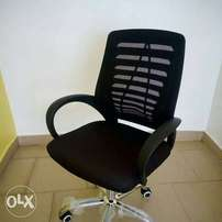 Affordable but classy office mesh chair
