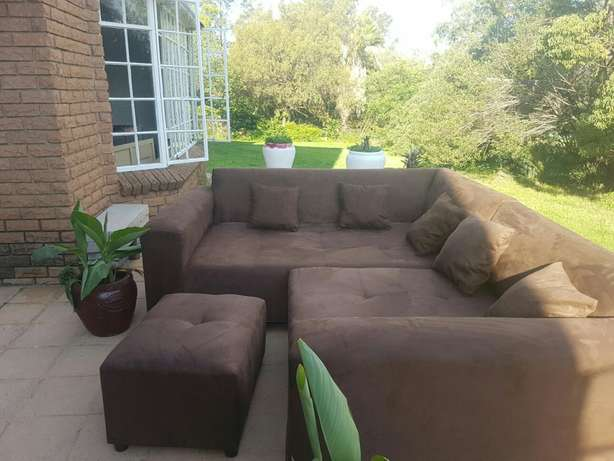 Large L Shape Corner couches. Include delivery in midrand area. 2.2x m Midrand - image 2