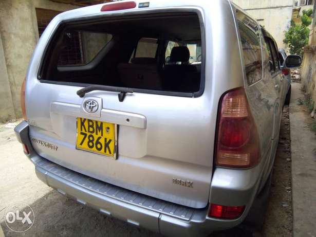 Clean and Well Maintained Toyota Hilux Surf 4WD SUV Mombasa Island - image 4