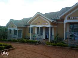 Executive three bedroom house is available for rent in kyaliwajala