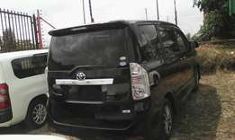 Toyota Voxy, KCM, year 2010, 2000 CC, Valve matic engine.