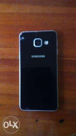 Samsung A3 2016 model with slightly broken screen but replaceable Langata - image 2