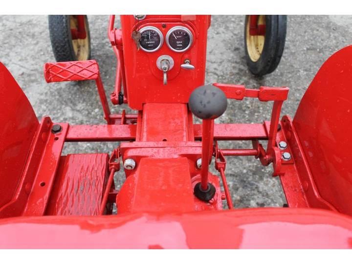 Massey Harris  Pony Benzine Tractor - 1955 - image 17