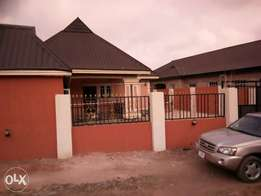 A Charming 4bedroom in suite Bungalow,at Benin-Sapele Rd,Benin-City.