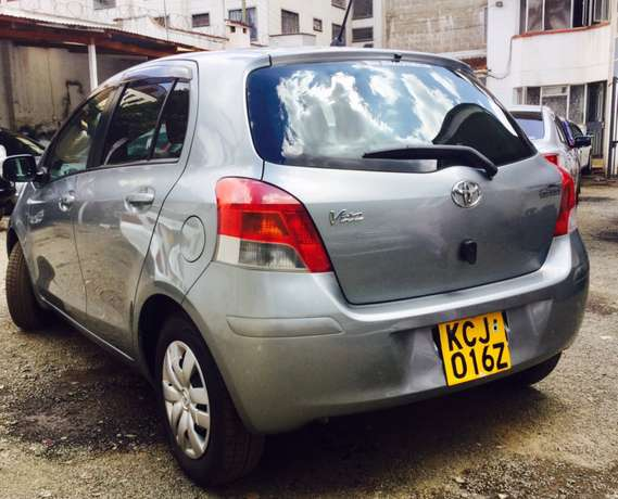 toyota vitz new shape kcj 2009 just arrived at 630,000/= Highridge - image 6