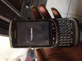 BUY IT! Blackberry torch 2 at 6k