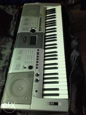 Yamaha keyboard E403 R5000 Cape Town City Centre - image 1