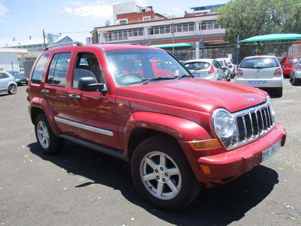 Jeep cherokee 3.7 limited Automatic, 5-Doors, Factory A/c, C/d Play Johannesburg CBD - image 2