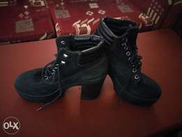 Timber black shoes