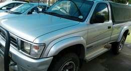 2000 Toyota Hilux 3L, single cab, R129 950.00