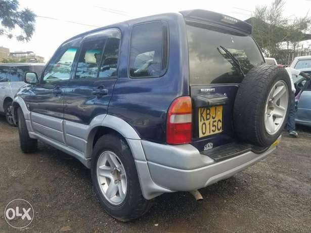 Suzuki Escudo Manual transmission, very clean. Buy and drive Embakasi - image 3