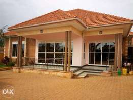 A gorgeous 3bedroomed (stand alone) house for rent in kira at 2m