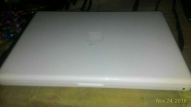 MacBook white Hamza - image 3