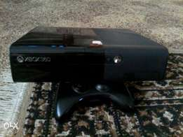 XBOX 360 with 1 wless controller and games