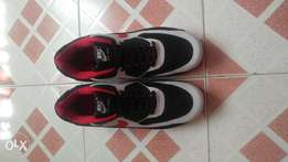 NIKE AIRMAX 90 Essential running and training shoes Black Red & white