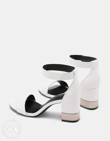 Sandals with ankle strap and metallic mid heels Ikeja - image 4