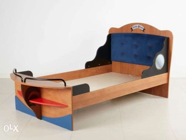 Little Pirate Bedframe + Single pull out bed