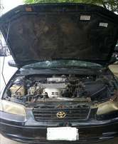 Clean Toyota Camry (1999) .