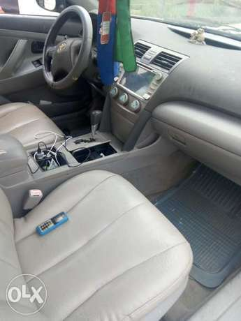 Clean 09/Toyota Camry Biogbolo - image 4