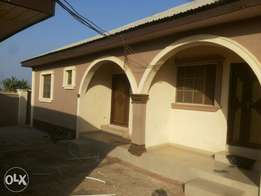 2 bedroom flat to let at Gadson igoba for 170k