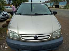 2002 Accident free Tokunbo Toyota SiennA