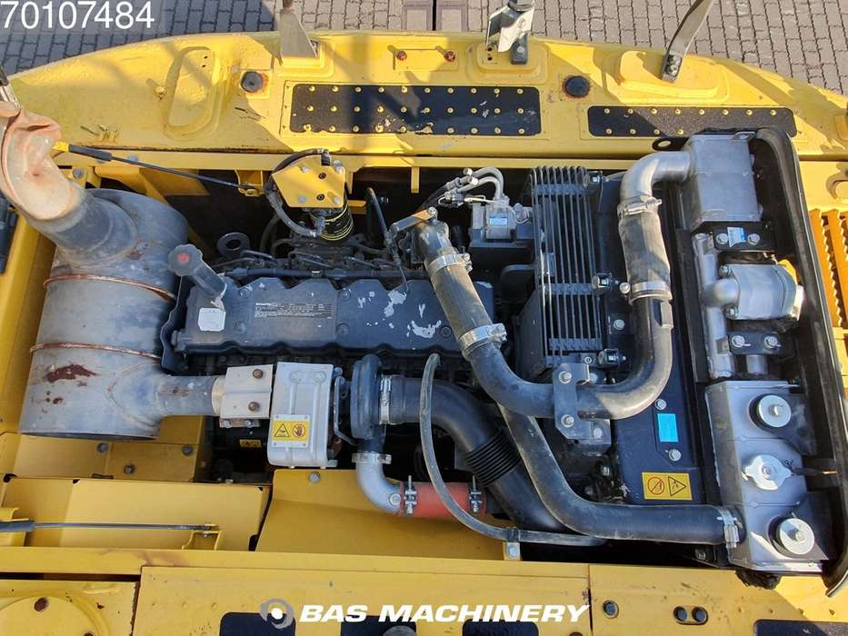 Komatsu PC200-8 Nice and clean condition - 2016 - image 12