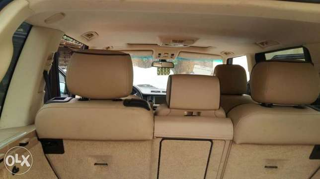 This is a very clean Range Rover 2009 year Ikeja - image 8