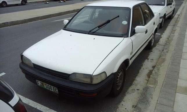 Toyota Corolla GLE 1.6i East London - image 4