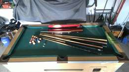Marble top pooltable with 8 x pool cue, set of pool balls