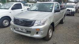 Toyota hilux pickup 2wd 2500cc diesel 2013 in exemplary good condition