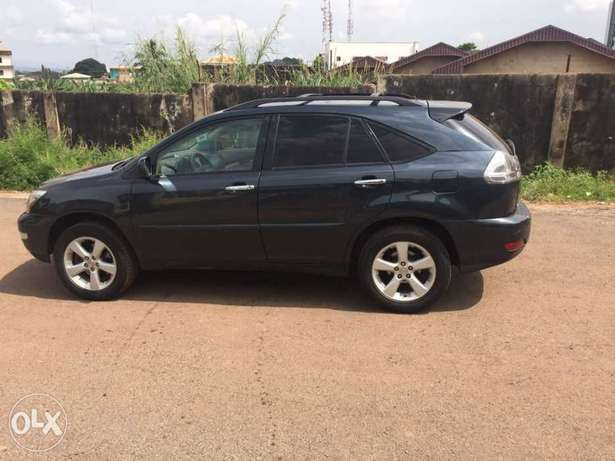 A very sharp and clean Nigerian use Lexus RX330 Gwarinpa - image 4