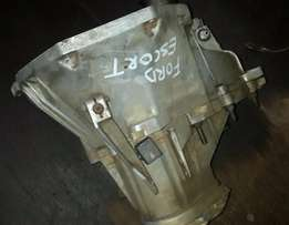 Ford escort Gearbox 1.4 manual gearbox R1800