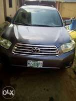 very clean used Toyota Highlander 09 with full option