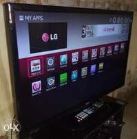 "STILL NEW LG 32"" LED FHD smart TV: miracast, YouTube, recording etc."