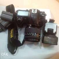 uk used nikon d200 with 2 battery lens and flash