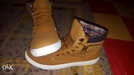 Men's shoes Canvas casual boots, brand new. Imported