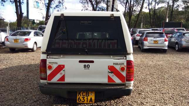 Toyota hillux, manual diesel, 2500cc, year 2007, accident free. Nairobi CBD - image 6