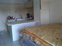 The Hill open plan bachleor flat to let for R2100 bathroom, kitchen, l