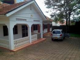 Kololo,three(3) bedroomed house for rent at $2'500