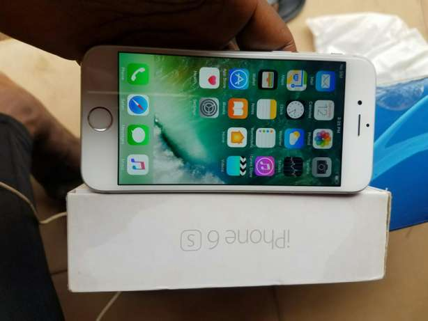 Iphone 6s 16gb silver uk/us used factory unlocked Ibadan North West - image 2