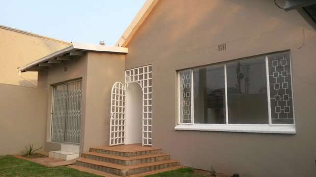 spacious 3 bedroomed house in Norwood Sandton - image 1