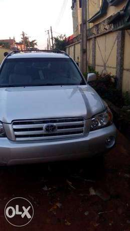 Super clean 06 toyota highlander 7 seater , 3rd row. tincan cleared. Lagos Mainland - image 1
