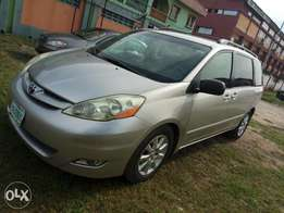 Nigerian used Toyota Sienna working perfectly with no fault