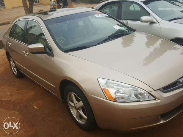 Tincan cleared 2005 Honda Accord EX-L gold colour Lagos Mainland - image 2