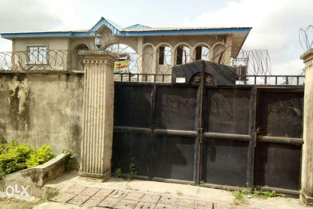 For sale: oneup one dawn of 4bedroom flat Ibadan South West - image 1