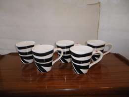 5xMugs (Black and White Pattern)